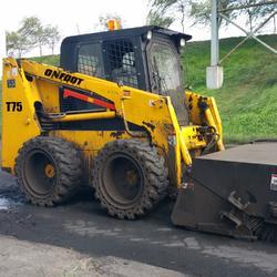 昂弗特T75型滑移装载机清扫车图片