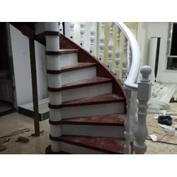 沈阳哪家实木楼梯供应商好 实木楼梯厂家图片