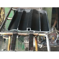 止水带-东弘橡胶-止水带安装图片