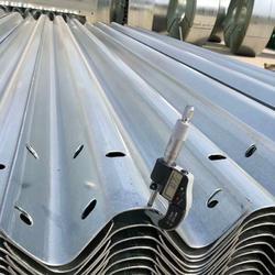 高速公路喷塑双波护栏板 喷塑护栏板厂家图片