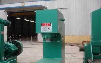 单柱油压机
