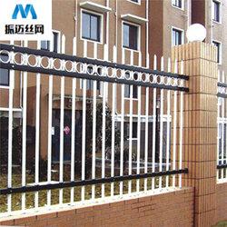 小区围栏网-锌钢护栏网-草坪围栏图片