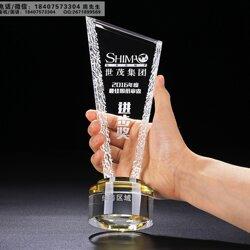企业员工表彰大会奖杯、节假日员工福利奖品、年会颁奖水晶奖杯奖牌厂家披发直销图片