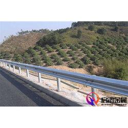 高速公路镀锌波形护栏板厂家图片