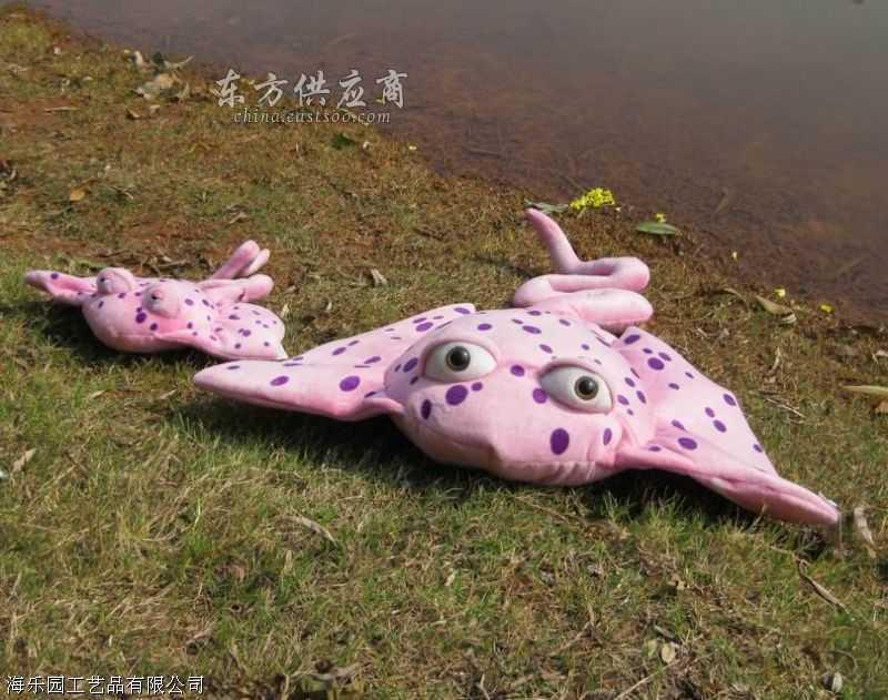 毛绒玩具,仿真海洋动物螃蟹水宝宝礼品价格。毛绒玩具,仿真海洋动物玩具。动物名称尺寸:(40cm树蛙)(蛇类25cm170cm280cm)仿真动物(海狮海豹55cm)(海豚120cm90cm76cm),(小须鲸55cm),(螃蟹80cm63cm36cm27cm),(海星45cm),(章鱼50cm30cm),(鳄鱼165cm105cm73cm),(鲨鱼115cm85cm59c毛绒玩具价格.