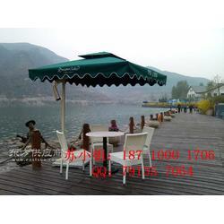 藤编桌椅遮阳伞图图片