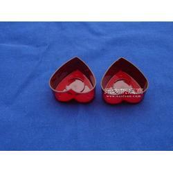 红色心型烛台图片