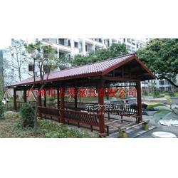 校园景观木制长廊图片