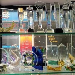 水晶奖杯雕刻制作 现货大库存水晶工艺品定做图片