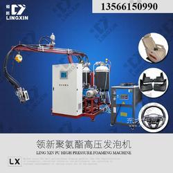 供应PU自结皮汽车方向盘生产发泡设备图片
