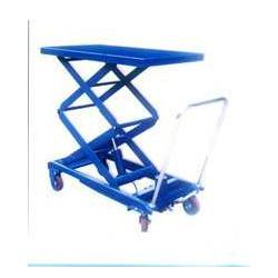 移动式升降机图片