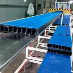 塑料鱼排海洋踏板挤出生产线图片