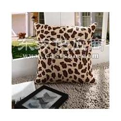 供应豹纹两用抱枕被图片