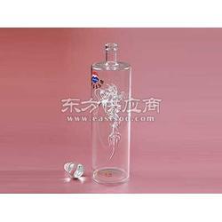 大量的玻璃工艺酒瓶制品厂图片