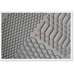 压平钢板网、达坤筛网厂(已认证)、哈尔滨钢板网图片
