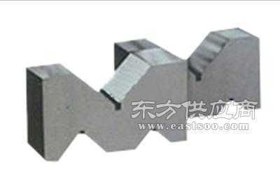 三口V型架用于轴类零件的检验和划线