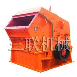 三联重工设备(图) 铁矿石碎石机报价 碎石机图片
