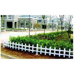 pvc草坪护栏、临朐远晟金属(在线咨询)、株洲草坪护栏图片