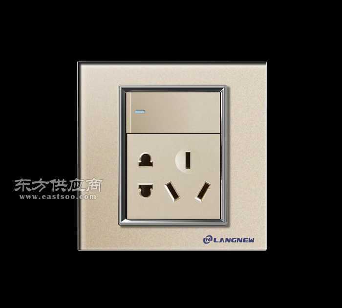专业生产钢化玻璃一开五孔插座 墙壁开关插座厂家图片