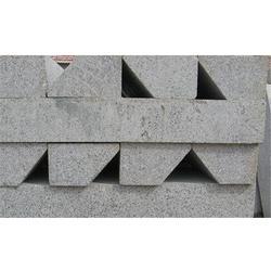 鸿顺五金,混凝土路侧石定做生产,中山路侧石生产图片