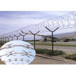 机场安全护栏寿命_兴顺发筛网(在线咨询)_机场安全护栏图片