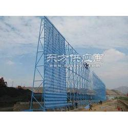 戈壁地区铁路挡风墙的建设图片