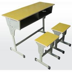 临朐鑫通椅业(图)、培训用课桌椅尺寸、东营课桌椅尺寸图片