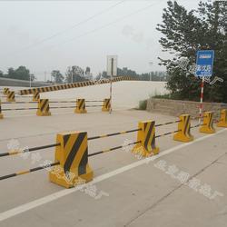 高速公路高度80cm隔离墩,交通隔离墩,种类齐全,闪电发货图片